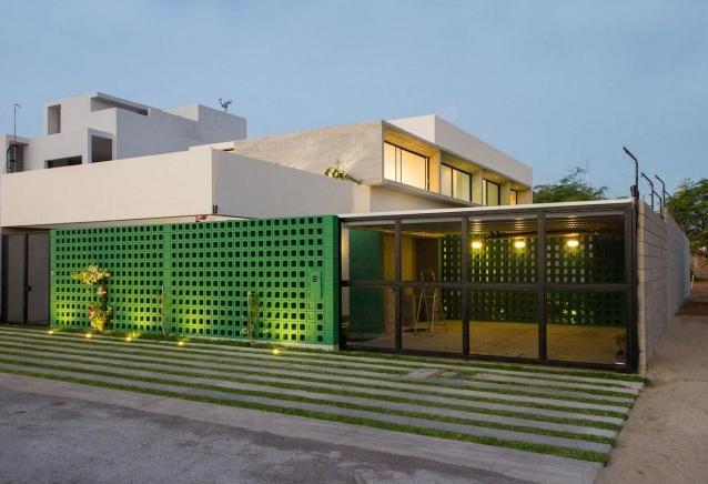 Moderna casa de dos pisos y cuatro dormitorios originales - Materiales fachadas modernas ...