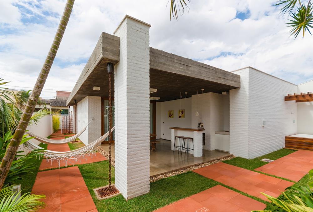 Hermosa casa de un piso con terraza