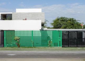 Hermosa fachada con diversos materiales de casa de ciudad