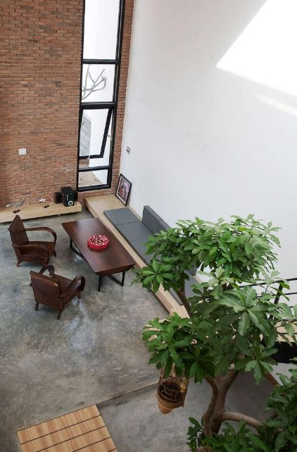 Hermoso interior de casa de dos pisos