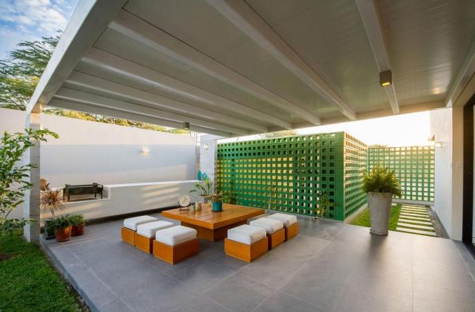 Moderna casa de dos pisos y cuatro dormitorios originales for Parrillas para casas modernas