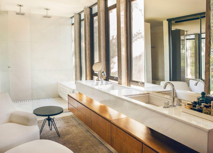 Moderno cuarto de baño color blanco