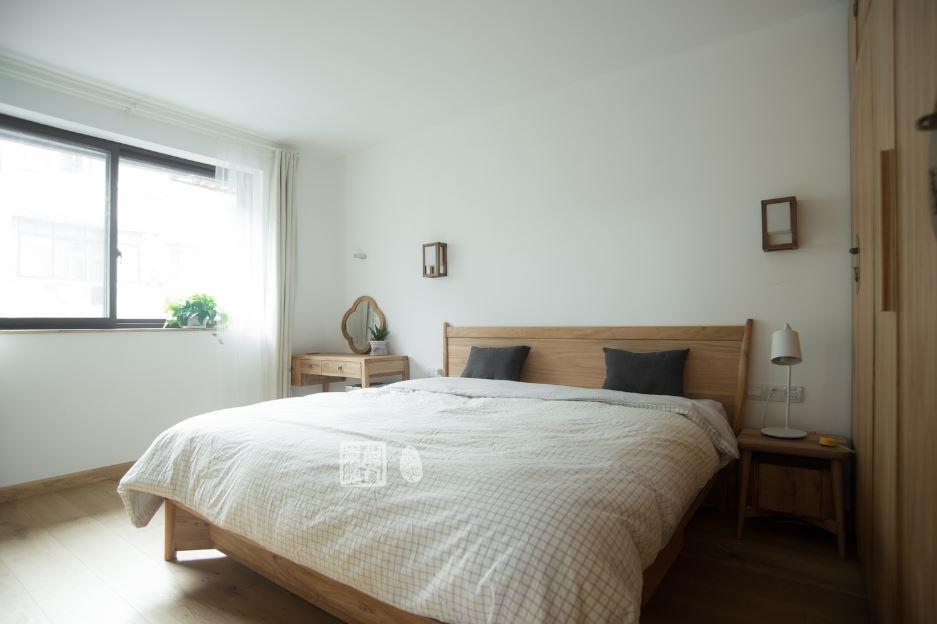 Moderno y espacioso dormitorio