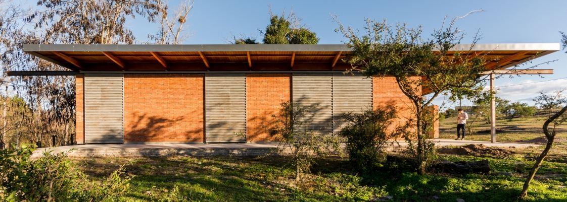 Dise o de peque a y econ mica casa de un piso construida for Casas de campo economicas