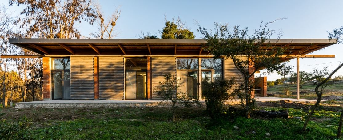 Dise o de peque a y econ mica casa de un piso construida for Casa de diseno economica
