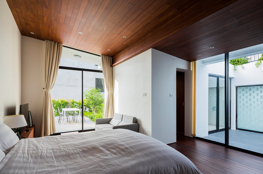 Dormitorio con aplicaciones de madera