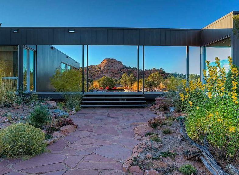 Casa de un piso en medio del contexto natural