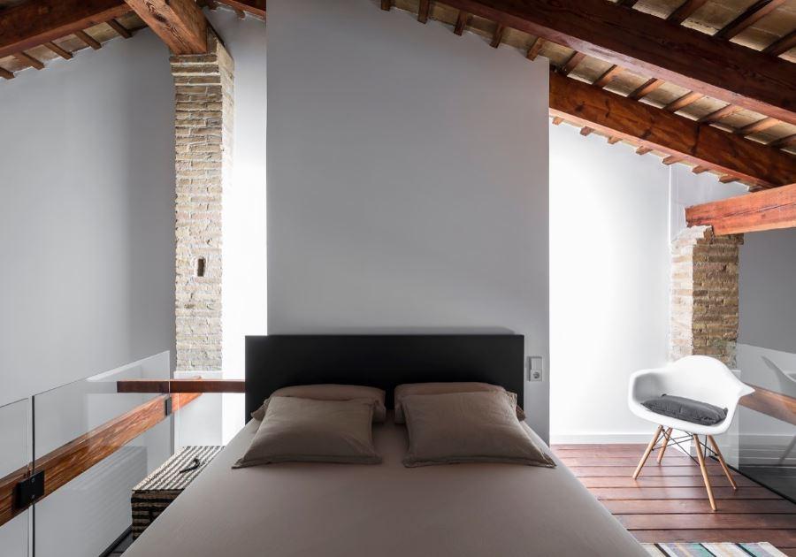 Diseño de moderno y amplio dormitorio