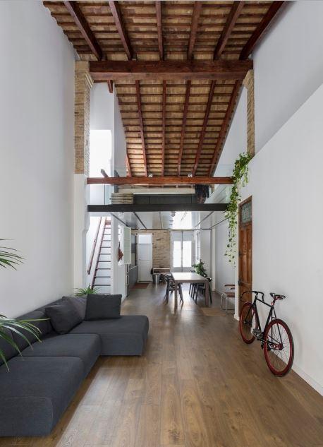 Diseño de techo inclinado decora el interior
