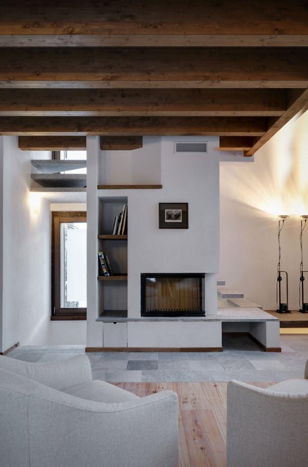Peque a casa de tres dormitorios con estilo tradicional presenta exteriores r sticos en piedra - Casas interiores modernos ...