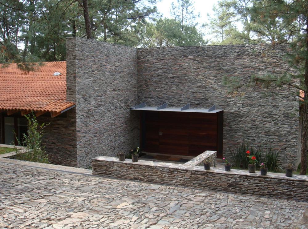 Dise o de casa de campo construccion moderna con - Muros de piedra construccion ...
