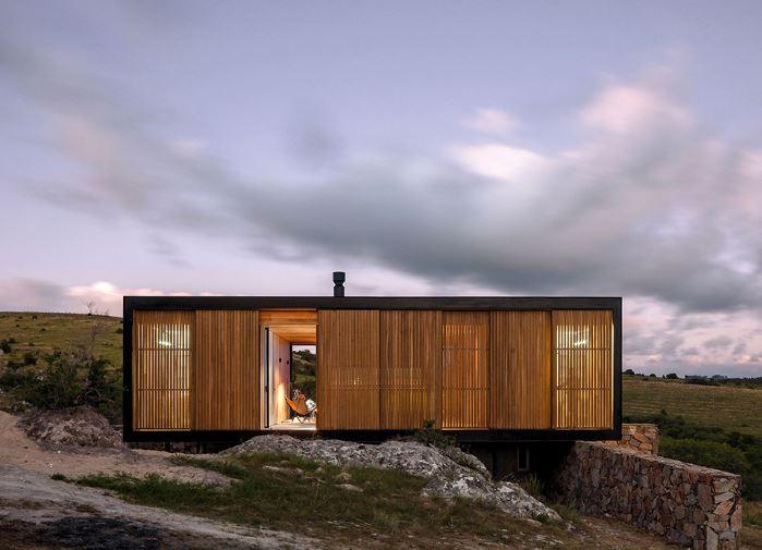 Hermosa casa con aplicaciones de madera