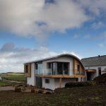 Moderna casa con techos inclinados