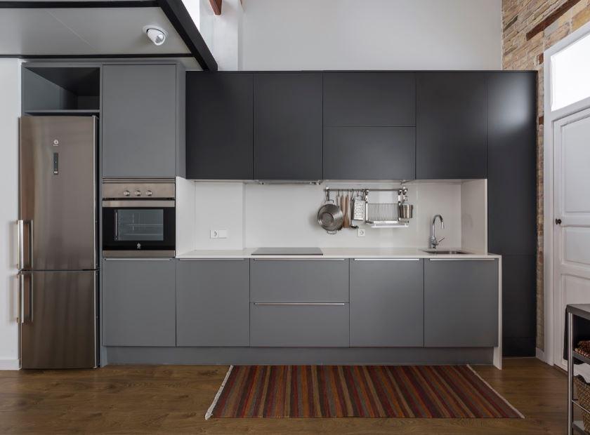 Moderna cocina de tonos grises