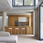 Moderna cocina de casa de dos pisos
