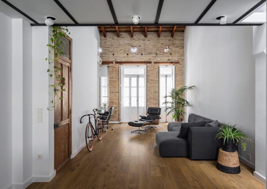 Planos de casa de dos pisos construida en terreno largo y for Diseno de ambientes interiores