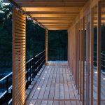 Moderno e interesante pasillo de madera