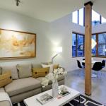 Modernos interiores de casa de ciudad